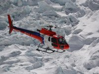 09 Rettungshubschrauber vor Khumbu Eisfall (Individuell)