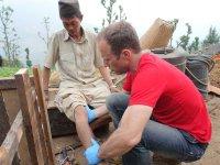 Behandlung_opfer_nepal